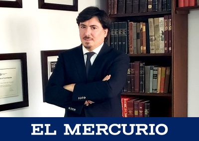 """El celular como """"arma"""" ¿Qué validez legal tiene? Responde Gonzalo Hoyl junto a otros abogados en El Mercurio."""